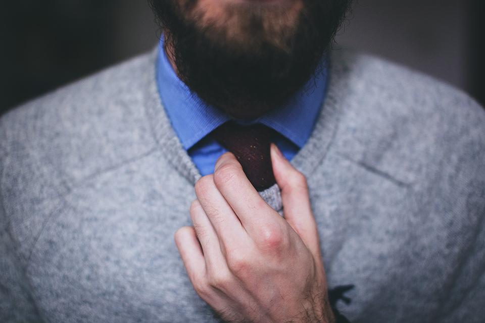 homme cravate barbe