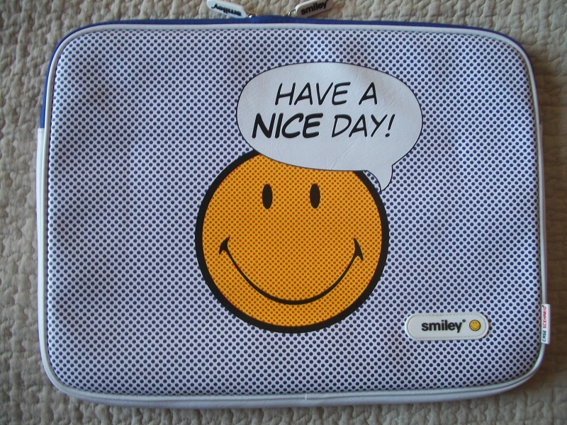sacoche ,  etui   protection  smiley  case  scenario